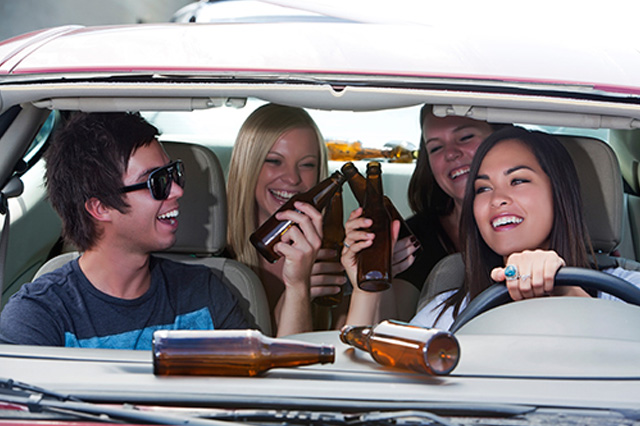 the issues of teenage drinking and driving More than 3000 teenagers die every year in drunk driving accidents teenagers put themselves and others in a grave amount of danger when they get behind the wheel of.