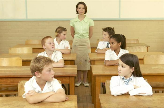 boys_vs_girls_classroom